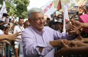 Morena denuncia ante INE supuesto reparto de tarjetas a favor del Frente