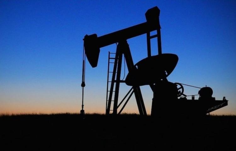 La producción mundial de petróleo crece a 93,4 m/bd en abril, según la AIE