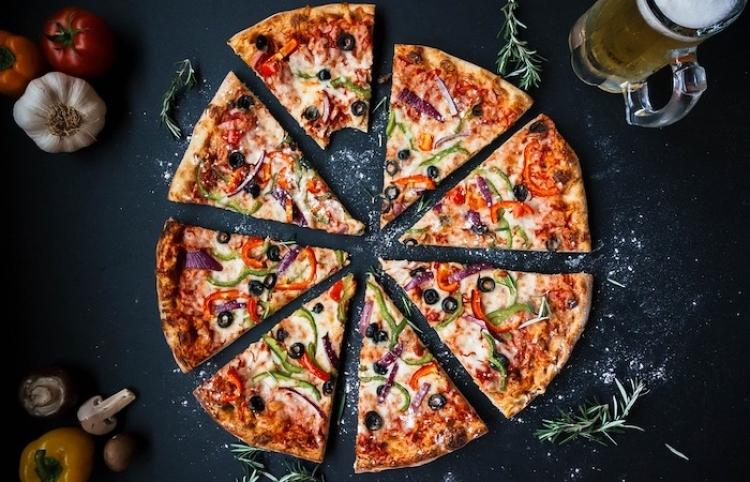 Según estudio, tener estrés engorda más que comer pizza