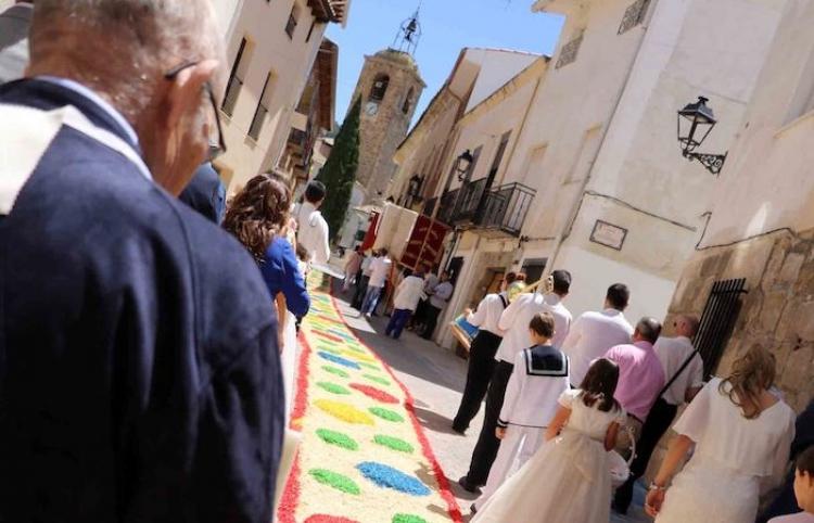 Almonacid de Zorita tapizará de colorido sus calles con las alfombras del Corpus